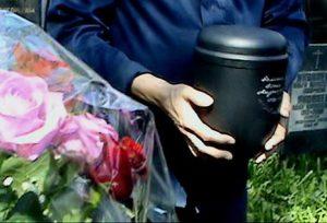 Как сделать подзахоронение урны с прахом. Как хоронят после кремации