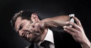 Что грозит преступнику, ударившему человека по лицу.